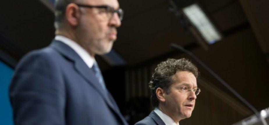 Le commissaire européen aux Affaires économiques, Pierre Moscovici (g), et le président de l'Eurogroupe, Jeroen Dijsselbloem, à Bruxelles le 11 février 2016  © AFP THIERRY MONASSE