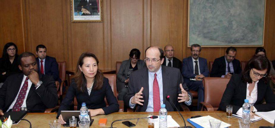 Au centre, M. Nicolas Blancher, chef de la mission de consultation du FMI