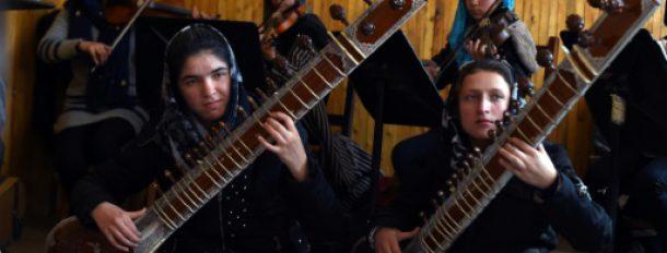 """Les musiciennes de """"Zohra"""", le premier orchestre 100% féminin d'Afghanistan, le 8 janvier 2017 en répétition à l'Institut national de musique à Kaboul  © AFP WAKIL KOHSAR"""