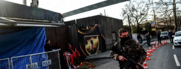 Un membre des forces spéciales le 4 janvier 2017 à Istanbul, devant la discothèque Reina cible d'un attentat terroriste  © AFP/Archives OZAN KOSE