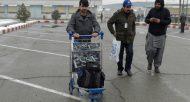 Des réfugiés afghans expulsés d'Allemagne arrivent à l'aéroport de Kaboul, le 24 janvier 2017  © AFP/Archives WAKIL KOHSAR