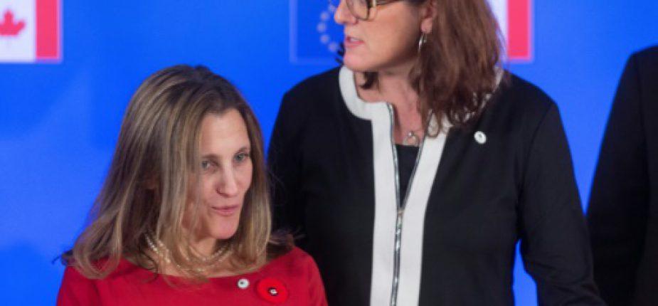 La ministre canadienne du Commerce International Chrystia Freeland et la commissaire européenne au Commerce, Cecilia Malmström, le 30 octobre 2016 à Bruxelles  © POOL/AFP/Archives Thierry MONASSE