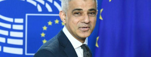 Le maire de Londres Sadiq Khan, le 28 mars 2017 à Bruxelles  © AFP EMMANUEL DUNAND
