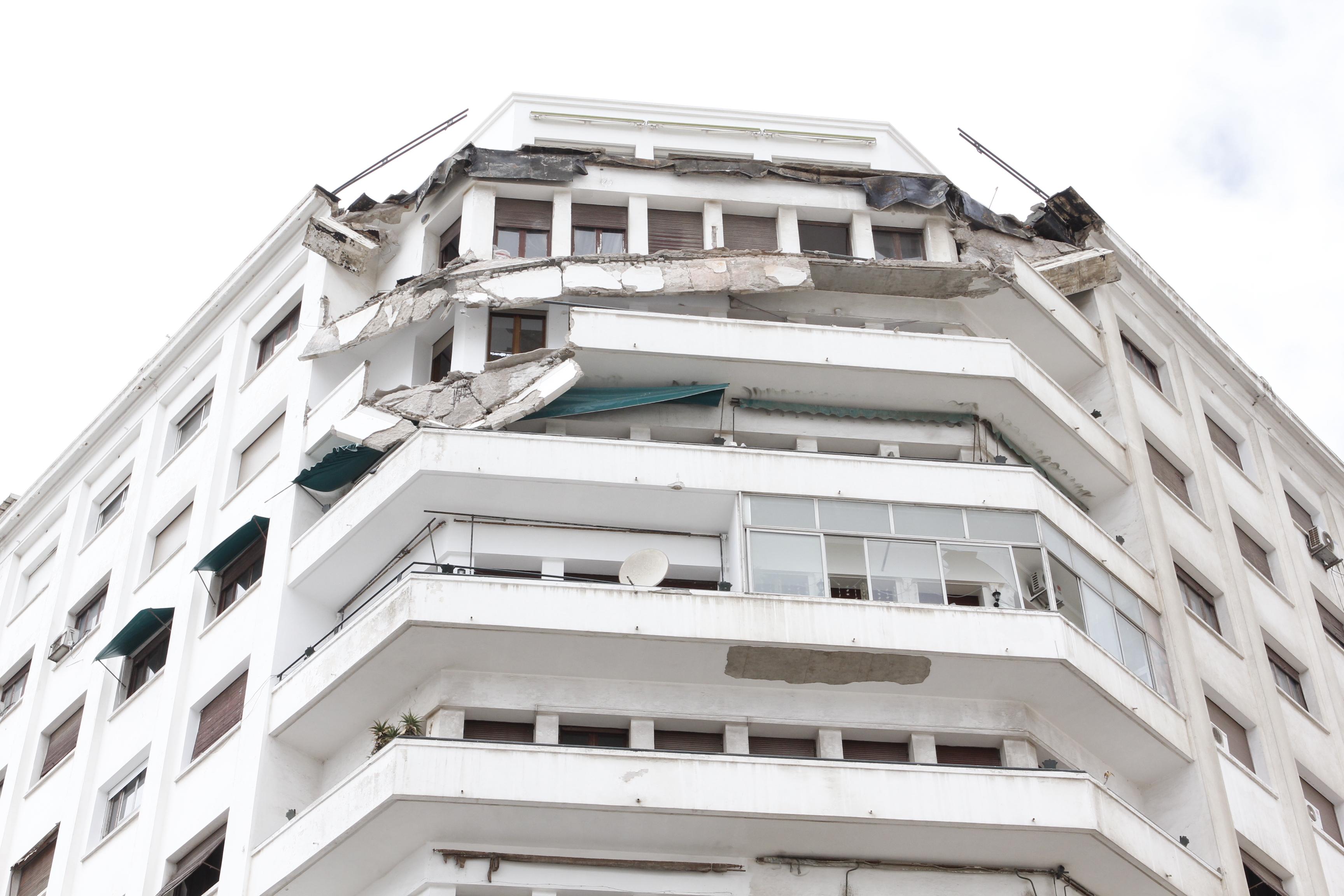 Casablanca : Le fronton d'un immeuble plonge de 10 étages pour s'écraser dans la rue